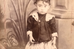2-monikos-plentauskaitecc87s-paveikslui-sviesaus-rytojaus-belaukiant-naudota-mergaitecc87s-fotografija-rasta-lisabonoje-galerijos-meno-nisa-archyvo-nuotr